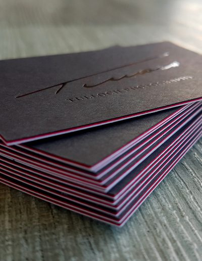 Red seam on layered business cards, multiloft style effect